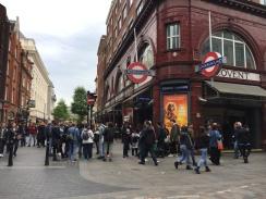 Covent Gardenin ihmisvilinää.